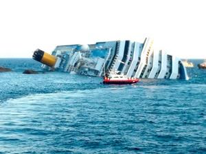 Varias personas murieron y decenas más resultaron heridas al encallar un crucero con 4,200 personas a bordo cerca de la isla italiana Giglio, en aguas de la región de Toscana.