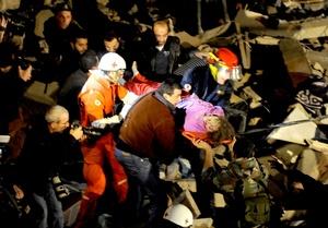 Los equipos de rescate quedaron complicados por una lluvia copiosa.