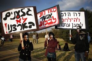 En la manifestación, que se dirigió posteriormente hasta la residencia del primer ministro, Benjamin Netayanhu, participaron también diputados de oposición y líderes del movimiento de indignados.