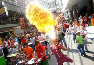 En Manila las personas salieron a las calles a celebrar el Año Nuevo Lunar Chino.