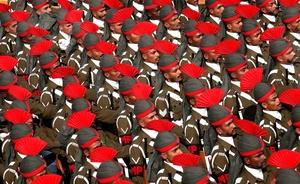 En el tradicional desfile militar, participaron los soldados de infantería, caballería, la brigada paracaidista, la Armada y las Fuerzas Aéreas, entre otros.
