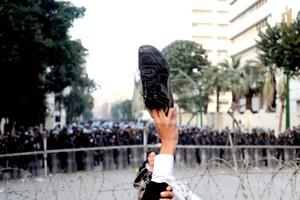 Como si trataran de salir de una pesadilla, los habitantes de Port Said defendieron su carácter pacífico y acusaron a los policías y matones de la trágica muerte de más de 70 personas en el estadio de fútbol local.