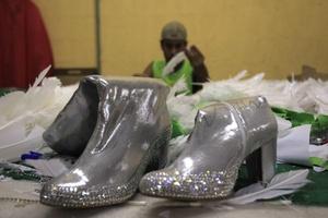 Parte del vestuario que utilizarán los alumnos de las escuelas de samba.