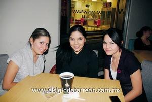 02022012 SAHIRA  Varela, Karen Rodríguez y Yazzi Varela.
