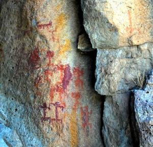 Investigadores del Instituto Nacional de Antropología e Historia (INAH) descubrieron en el noreste de Guanajuato más de tres mil motivos pictóricos rupestres, distribuidos en 40 sitios rocosos.