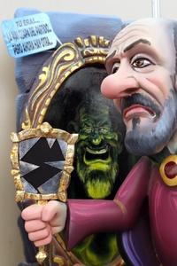 Un ninot representando a Alfredo Pérez Rubalcaba frente a Mariano Rajoy estará presente en la exposición del Ninot que se inaugura mañana, como prólogo a las Fallas de Valencia 2012.