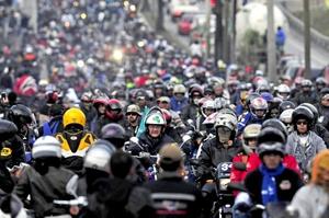 Acompañados por el presidente de Guatemala, el general retirado Otto Pérez Molina, más de 40,000 motociclistas peregrinaron para venerar al Cristo Negro.