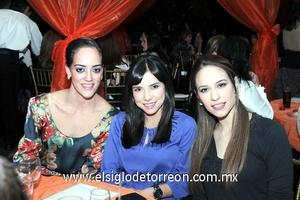 04022012 PAOLA , Esther y María.