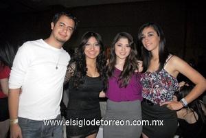 07022012 GUSTAVO  González, Scarlet Cobos, Isis Mendoza y Mariel Castañeda.