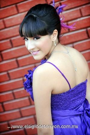 07022012 Julisa Ayala Carrasco en una fotografía de estudio.- Maqueda Fotografía