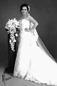 SRITA. Rosa Isela Arellano Zambrano, el día de su boda con el Sr. Miguel Alfonso Benitez.  Estudio Alonzo
