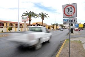 Circular a altas velocidades pone en peligro la vida de los conductores.