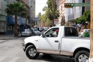 Omitir señalamientos viales ocasiona conflictos en el tráfico.