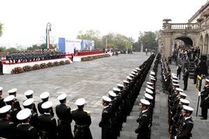 Calderón entregó reconocimientos a militares en lucha contra el narco.