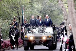 El Presidente Felipe Calderón, encabezó la ceremonia conmemorativa por el 99 aniversario de la Marcha de la Lealtad, esta mañana en el Castillo de Chapultepec de la ciudad de México.