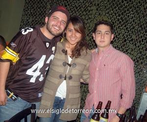 10022012 GABRIEL  García, Mariana Galván y Armando Torres.