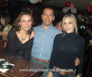 13022012 CARLOS , Marcela y Édgar.