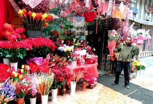 En el Cairo, Egipto,las calles se llenan de comerciantes durante la festividad de San Valentín.