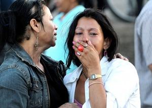 Cientos de familiares acudieron al Hospital de Santa Teresa para averiguar la situación de sus seres queridos.