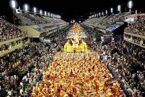 La escuela de samba Mocidade se caracterizó por sus colores.