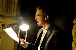 El poeta Marco Antonio Jiménez recordó la grandeza del desierto, anoche en la gala de aniversario.