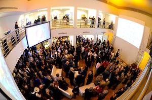 Previo a la ceremonia, se realizó la exhibición de los trabajos ganadores del concurso de artes plásticas del 90 aniversario, en la Galería de Arte Contemporáneo del TIM