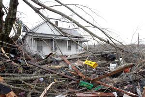 Las tormentas comenzaron en Alabama y siguieron rumbo al norte hacia Tennessee, pasando por Kentucky hasta Indiana y Ohio, han remitido y se han concentrado este sábado en el sur.