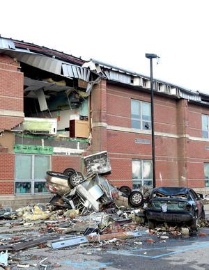 La magnitud de los destrozos como la amplitud de las zonas afectadas hacen por ahora imposible precisar los daños.