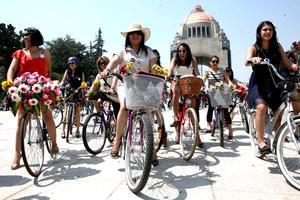 El movimiento fue parte de un evento relacionado con el Día Internacional de la Mujer organizado por el grupo Mujeres en Bici.