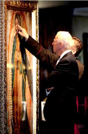 Durante un recorrido por el templo mariano dirigido por el rector de la Basílica, Enrique Glennie, Biden se negó a hablar sobre sus encuentros previos con los tres principales precandidatos para las elecciones presidenciales.