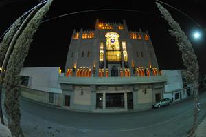 La fachada del TIM deja ver estilos góticos y bizantinos.
