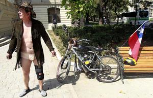 La Ciclonudista recorrió ida y vuelta 52 cuadras contra el tráfico y el respeto a los ciclistas.