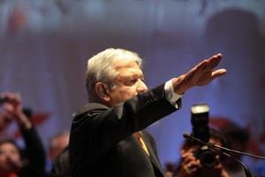 López Obrador toma protesta como candidato.