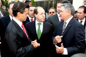 Peña Nieto estuvo acompañado por los dirigentes del PVEM Arturo Escobar, así como los invitados especiales del ex gobernador del estado de México.