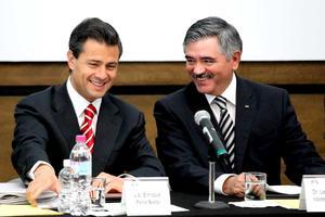 En el lobby de la sede del IFE se colocó una mesa y el auditorio también fue acondicionado para el evento al que asistirán el presidente y la secretaria general del PRI, Pedro Joaquín Coldwell y Cristina Díaz, respectivamente.