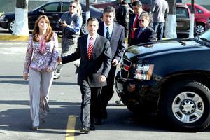Enrique Peña Nieto arribó a la sede del Instituto Federal Electoral (IFE) acompañado de su esposa, Angélica Rivera, en donde solicitó su registro como candidato presidencial.