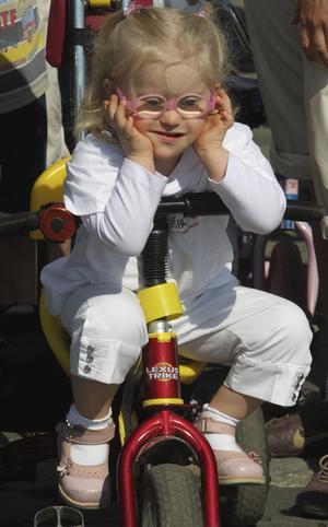 El síndrome se descubrió en 1959 como un desorden de cromosomas y es un tema de actualidad permanente al afectar en el día a día de forma muy variada en un amplio rango de personas en todo el mundo. Se calcula que uno de cada 733 bebés nacen con este síndrome.
