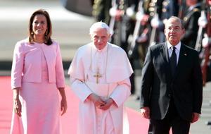 El Papa condenó cualquier tipo de forma de violencia en la sociedad y dijo que pedirá a Dios y la Virgen de Guadalupe que bendiga al pueblo mexicano.