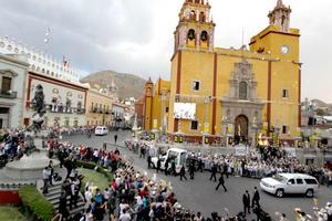 Un millón de mexicanos acompañaron en las vallas a Benedicto XVI, durante sus recorridos de en Papamóvil, en Guanajuato capital y León, indicó el vocero del Vaticano, Federico Lombardi.