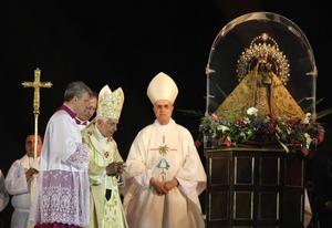 """El Papa Benedicto XVI (c) oficia una eucaristía en la plaza """"Antonio Maceo"""" de Santiago de Cuba."""