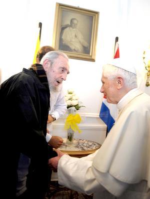 """El papa Benedicto XVI se reunió en La Habana con Fidel Castro, quien en un ambiente de cordialidad le hizo numerosas preguntas, entre ellas: """"¿qué es lo que hace un papa, cuál es su misión?""""."""