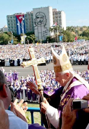 Benedicto XVI reclamó mayor libertad religiosa en Cuba para que la Iglesia ejerza su labor plenamente.