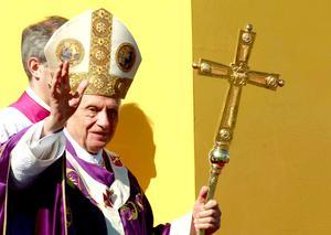 """""""Cuba y el mundo necesitan cambios, pero estos sólo se darán si cada uno está en condiciones de preguntarse por la verdad y se decide a tomar el camino del amor, sembrando reconciliación y fraternidad"""", afirmó el papa con rotundidad."""