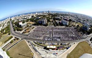 Ante cientos de miles de personas reunidas en la plaza de la Revolución de La Habana, lugar de los grandes acontecimientos relacionados con la revolución comunista cubana, Benedictó XVI ofició una misa.