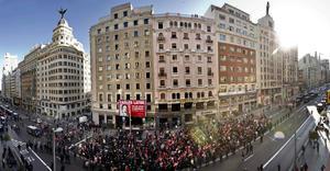 La ministra de Empleo y Seguridad Social, Fátima Báñez, dijo en rueda de prensa que la jornada de protesta se realiza con normalidad.