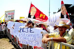 Ante miles de simpatizantes, López Obrador dijo que su camino representa es el del cambio verdadero y el del amor.