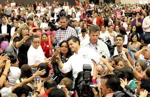 Peña Nieto tuvo encuentros con empresarios y mujeres y ofreció hacer pública su declaración patrimonial.