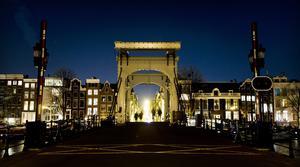 El puente Magere Brug en Amsterdam se unió al llamado.