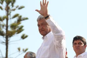 El candidato presidencial de la Coalición Movimiento Progresista  Andrés Manuel López Obrador, pidió al EZLN a trabajar unidos, durante un mitin a donde acudieron unas 15 mil personas.