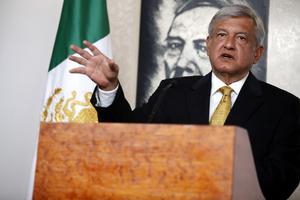 Andrés Manuel López Obrador, candidato de la izquierda a la Presidencia de México, ofreció una conferencia de prensa, donde dijo que la pensión para adultos será obligatoria y que los medios de comunicación realicen varios debates.